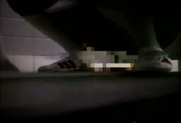 【JCオナニー盗撮動画】公園の公衆トイレで制服ロリ娘がハァハァと声を出...
