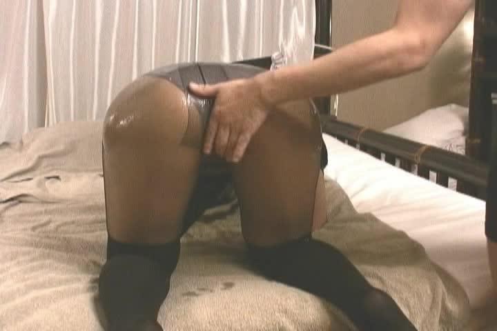 女子大生コスプレイヤーをホテルに誘って着衣セックス